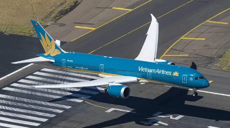 Máy bay Vietnam Airlines đỗ trên phi trường.