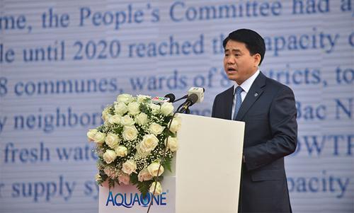 ông Nguyễn Đức Chung (thứ ba từ trái sang - Phó bí thư Thành ủy, Chủ tịch thành phố Hà Nội, 3 triệu người dân hà nội sẽ dùng nước sạch từ sông Đuống 3 triệu người dân Hà Nội sẽ dùng nước sạch từ sông Đuống nuoc2 2 copy 4976 1567677279