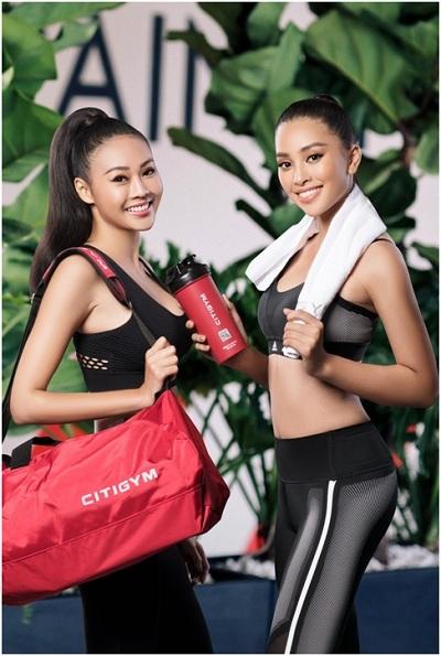 Hoa hậu Trần Tiểu Vy (phải) và người mẫu Như Trần (trái) tập luyện tại Citigym Phổ Quang.