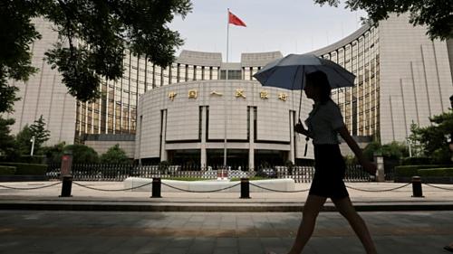 Bên ngoài Ngân hàng Trung ương Trung Quốc (PBOC) tại Bắc Kinh. Ảnh: Reuters