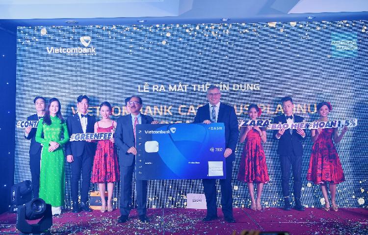 Đại diện Vietcombank tại lễ ra mắt dòng thẻ Amex Cashplus Platinum mới đây.