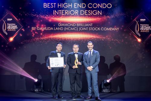 Đại diện Celadon City nhận giải Khu trung tâm thương mại có kiến trúc xuất sắc nhất