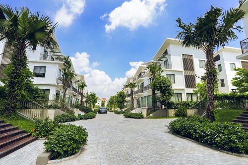Khuôn viên nhiều mảng xanh tươi mát và hạ tầng hiện đại tại Khai Sơn City.