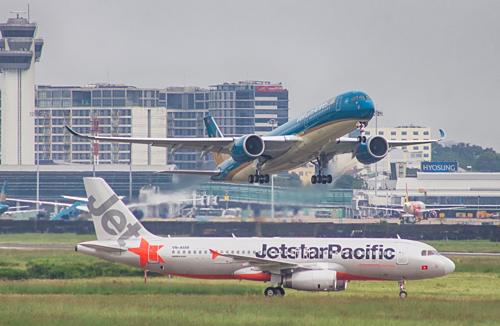Máy bay khởi hàng tại sân bay Tân Sơn Nhất. Ảnh: Vietnam Airlines.