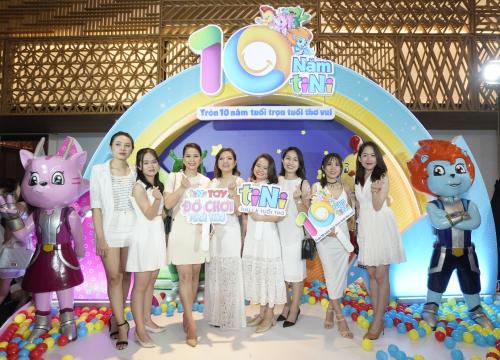 Gala mừng sinh nhật 10 tuổi của tiNiWorld có sự góp mặt của hơn 1.000 người gồm đội ngũ nhân viên, khách mời, đối tác, nhà đầu tư đồng hành cùng N Kid Group 10 năm qua.