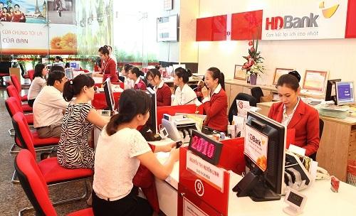 Hoạt động tại một điểm giao dịch của HDBank.