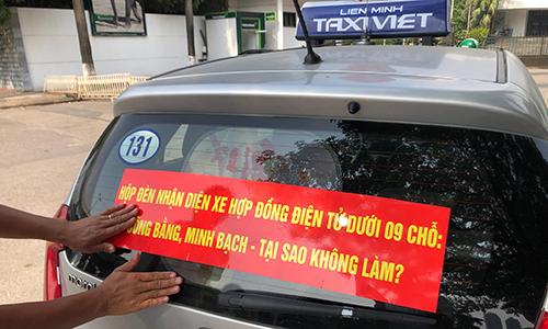 Bộ Giao thông Vận tải lại muốn taxi công nghệ phải có mào