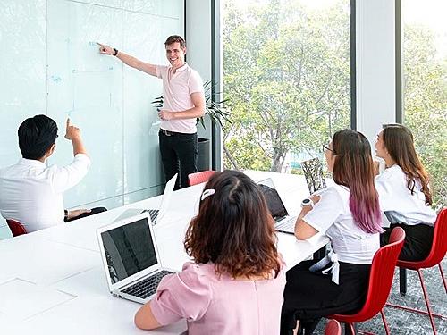 Khóa học Leading SAFe doiGMT hợp tác Scaled Agile triển khai.