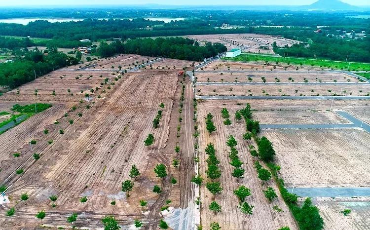 Khu đất rộng hơn 13ha ở thị xã Phú Mỹ đã bị cưỡng chế tháo dỡ hạ tầng. Ảnh: Nguyễn Khoa.
