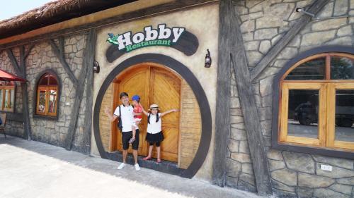 Nhà hàng nằm trong khuôn viênThiên đường Bảo Sơn, được trang trí ấn tượng.