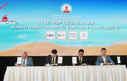 Đại diện Novaland cùng các đối tác quốc tế ký hợp tác chiến lược tại hội nghị xúc tiến đầu tư Bình Thuận sáng ngày 22/9.