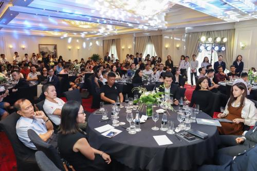 Sự kiện thu hút nhiều khách hàng và nhà đầu tư.