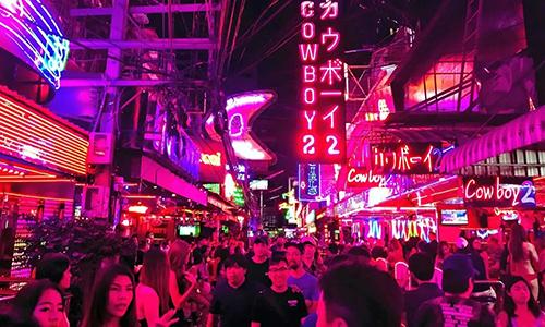Khu phố đèn đỏ South Cowboy tại Bangkok. Ảnh: Nikkei