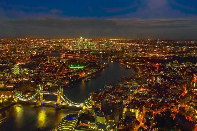 Thành phố London nhìn từ trên cao trong đêm. Ảnh: