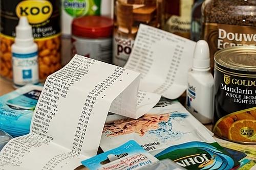 Kiểm tra lại những chi tiêu không cần thiết nhất đểcắt giảm. Ảnh: PxHere