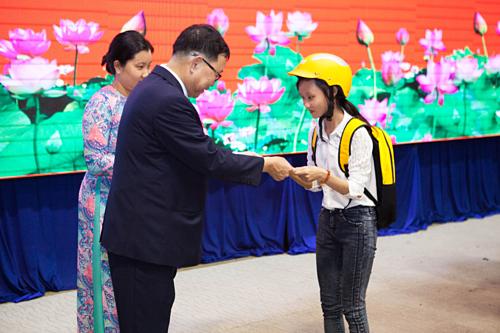 4 Oranges trao học bổng cho học sinh Long An - ảnh 1