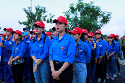 Ngay từ sáng sớm, các bạn thanh niên thành phố Đà Nẵng cùng cán bộ, viên chức, lực lượng quân đội, công an... đã có mặt tại bãi biển Đà Nẵng để tham dự lễ ra quân.  Vietjet hưởng ứng chiến dịch làm sạch biển 538220249 w500 3309 1569903673