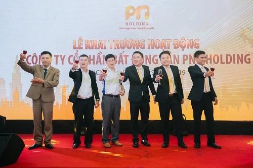 Ban lãnh đạo PNR Holding và các đối tác trong nghi thức khai trương hoạt động công ty.