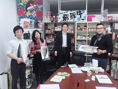 Nguyễn Thị Kim Huyền trong một buổi làm việc với nhà cung ứng cá tại Nhật Bản vào tháng 3/2019.