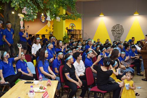 Những cổ động viên cho các đầu bếp tham gia cuộc thi.