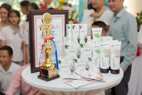KN Beauty là 1 trong 10 thương hiệu mạnh châu Á - Thái Bình Dương do Viện Khảo Sát Đánh Giá Chỉ Số Cạnh Tranh kết hợp với Cục Ứng dụng và Phát triển công nghệ trao bình chọn.năm 2018.