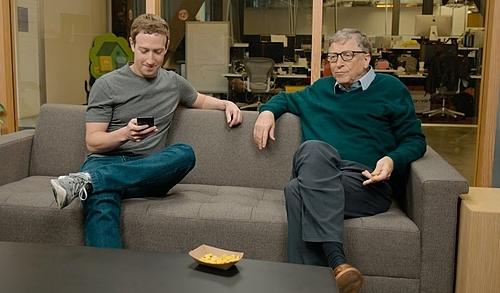 Mark Zuckerberg và Bill Gates trong một chương trình. Ảnh: Harvard University