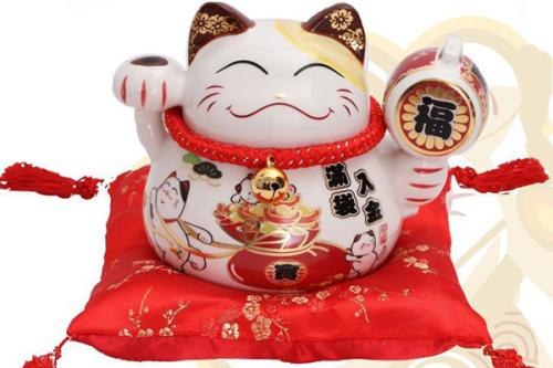 Mèo thần tài trở thành vật trang trí mang nhiều ý nghĩa tại nhà, công sở, cửa hàng...