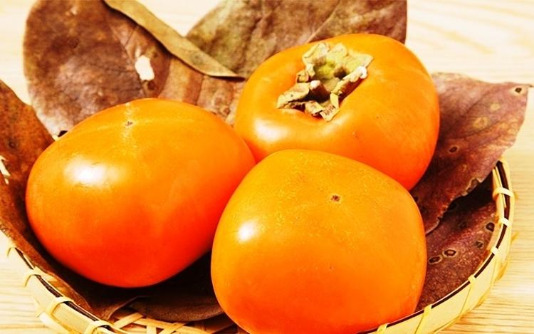 Hồng giòn Nhật được rao bán với giá đắt đỏ. Ảnh: Vinfruits.