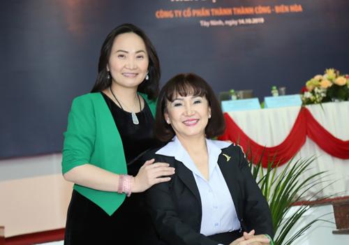 Doanh nhân Huỳnh Bích Ngọc (bên phải) và con gái Đặng Huỳnh Ức My (bên trái).