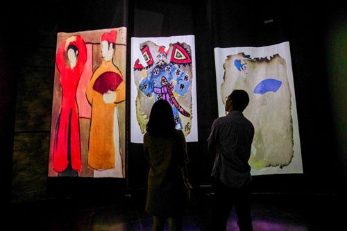 Số hóa nghệ thuật đa giác quan trong triển lãm tranh Bùi Xuân Phái