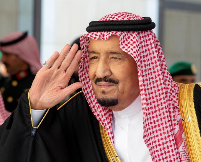 3. Quốc vương Saudi Arabia - Salman bin Abdulaziz Al Saud  Tài sản: 18 tỷ USD Tài sản của quốc vương Saudi Arabia đến từ việc hoàng tộc sở hữu một tập đoàn truyền thông, trong đó có tờ Asharq Al-Awsat và tờ Al Eqtisadiah. (Ảnh: Reuters)