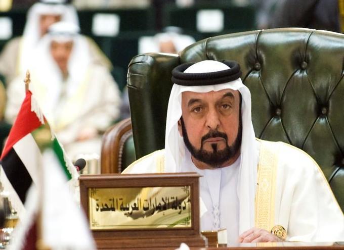 4. Quốc vương Khalifa bin Zayed Al Nahyan - Abu Dhabi (UAE)  Tài sản: 15 tỷ USD Khalifa bin Zayed Al Nahyan hiện là người đứng đầu UAE và Quốc vương Dubai. Ông có khối tài sản lớn nhờ làm Chủ tịch quỹ đầu tư quốc gia Abu Dhabi Investment Authority. (Ảnh: Reuters)