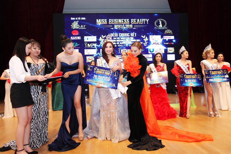 Thái Phượng nhận giải thưởng cao nhất - Hoa hậu Doanh nhân Sắc đẹp thế giới 2019 - tại Seoul - Hàn Quốc.