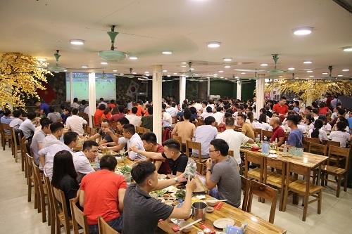 Không gian được bài trí tạo sự thoải mái, rộng rãi trong các quán Lẩu Đức Trọc.  Chuỗi nhà hàng lẩu và buffet hải sản giá bình dân ở Hà Nội image001 3196 1572260067