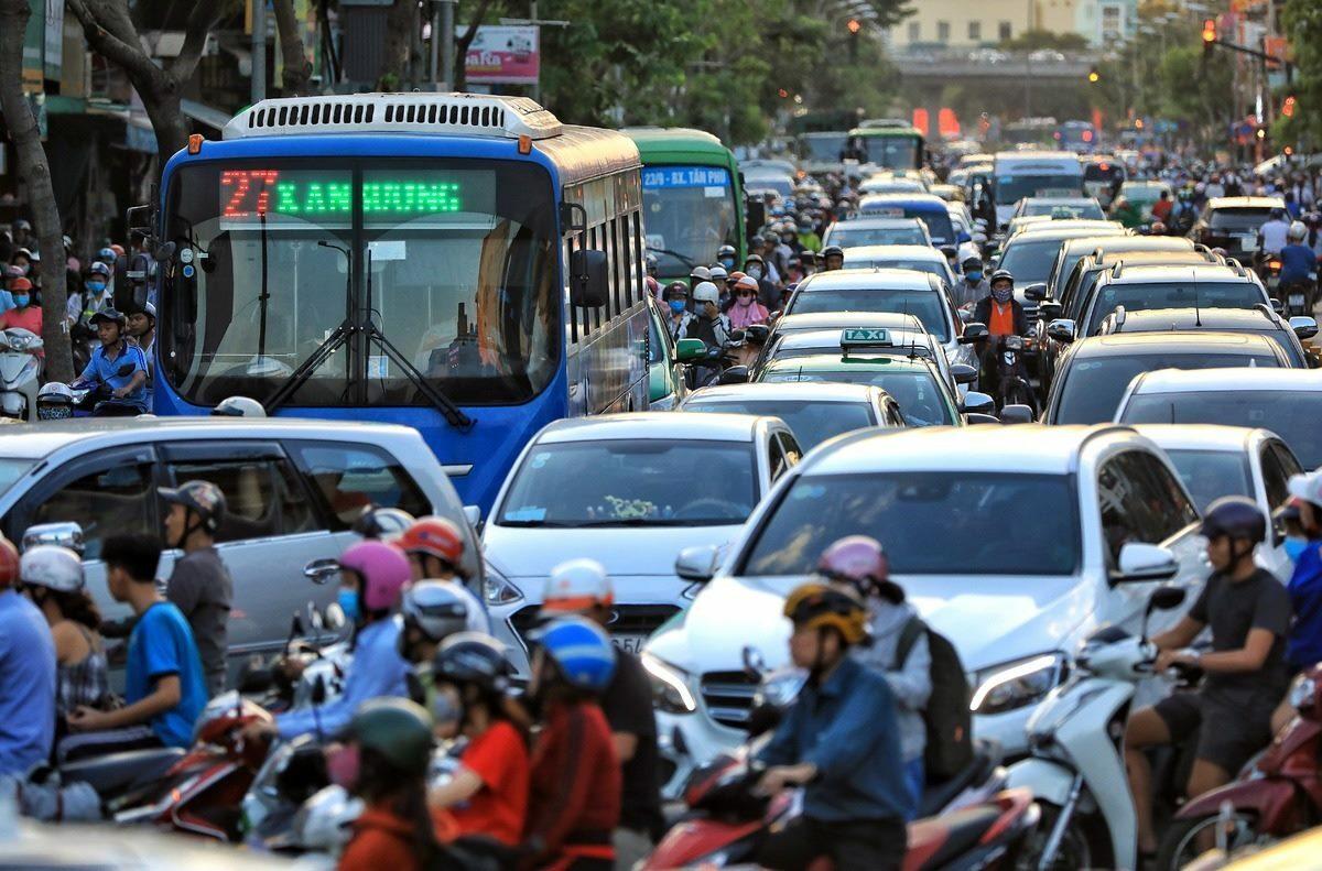 Grab hỗ trợ TP HCM giải quyết kẹt xe