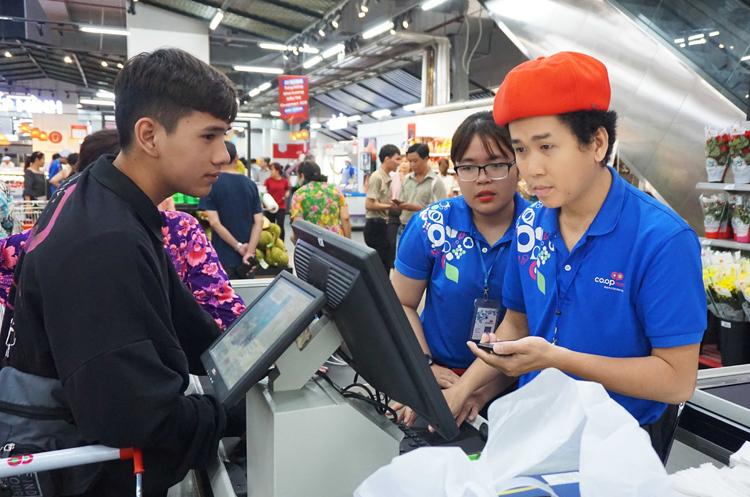4 siêu thị Co.opmart SCA tại  Hà Nội, TP HCM và tỉnh Tây Ninh sẽ bán hàng bình ổn giá phục vụ cho người dân.