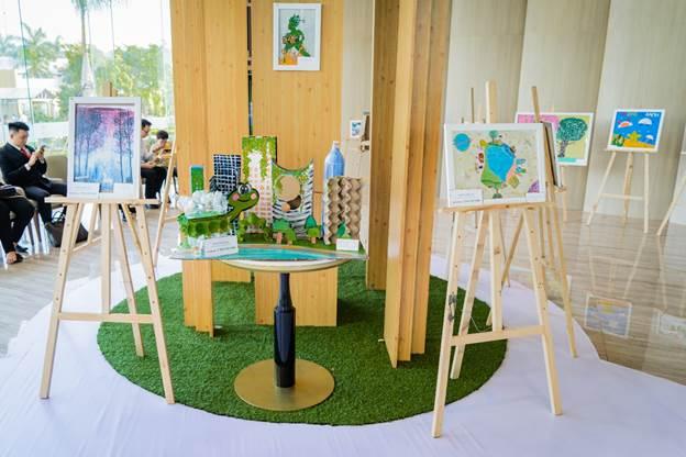 Khu triển lãm các tác phẩm Vẽ giấc mơ xanh.