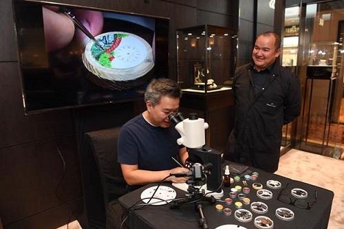Jaquet Droz đã mời giới yêu đồng hồ tại Việt Nam trải nghiệm một ngày làm nghệ nhân tiểu họa tráng men, qua đó truyền tảinhững giá trị nghệ thuật và yếu tố con người trong mỗi chiếc đồng hồ tinh xảo.