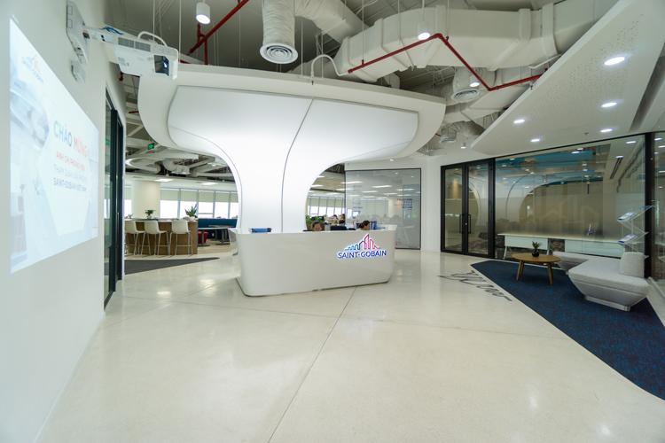 Không gian jhiện đại của văn phòng của Saint-Gobain ở TP HCM.