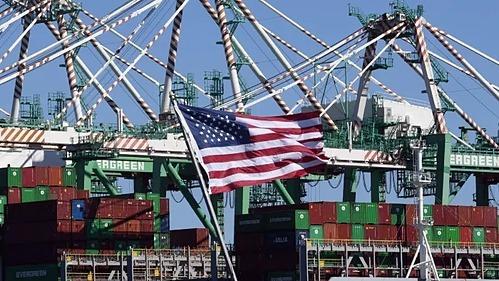 Container hàng hóa từ Trung Quốc và các nước tại Cảng  Long Beach, California. Ảnh: AFP