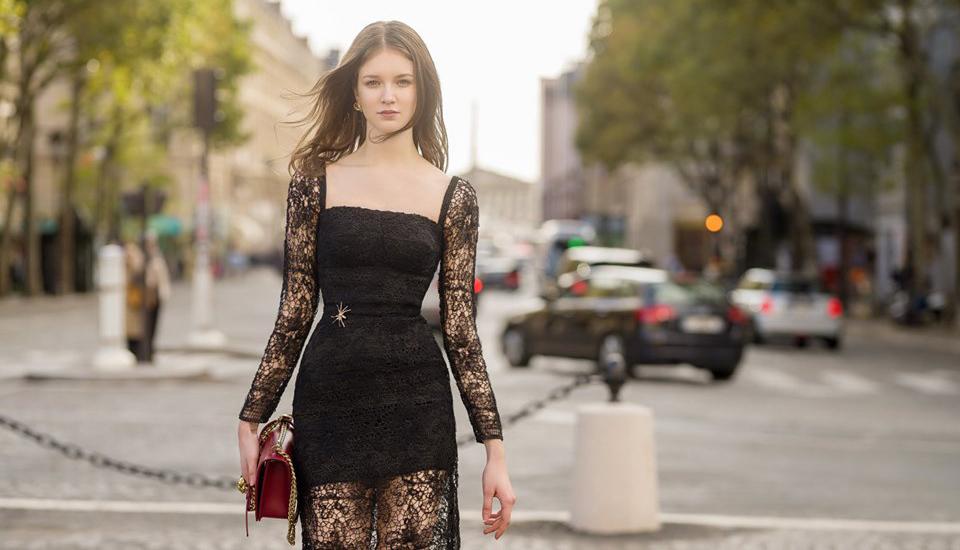 Shop thời trang chi nghìn USD chụp ảnh mẫu mới