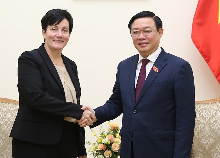 Phó thủ tướng Vương Đình Huệ tiếp Giám đốc điều hành IFC - bàStephanie von Friedeburg, ngày 7/11. Ảnh: Chung Vũ