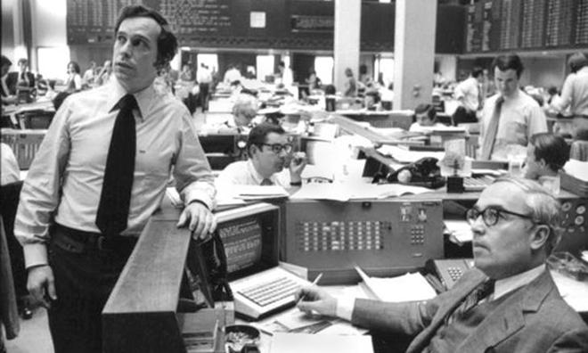 Bloomberg (trái) và John Gutfreund, CEO Salomon tại New York năm 1975. Ảnh: NYT