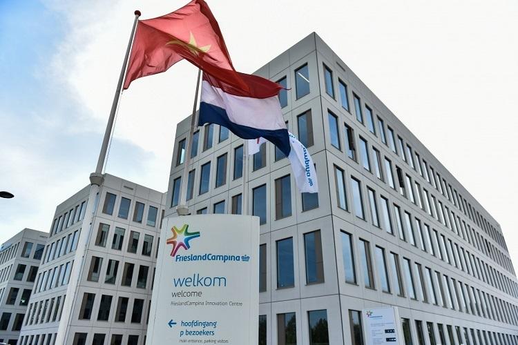 Biểu tượng vương miện trên logo FrieslandCampina là minh chứng cho bề dày lịch sử và đóng góp của Cô Gái Hà Lan.