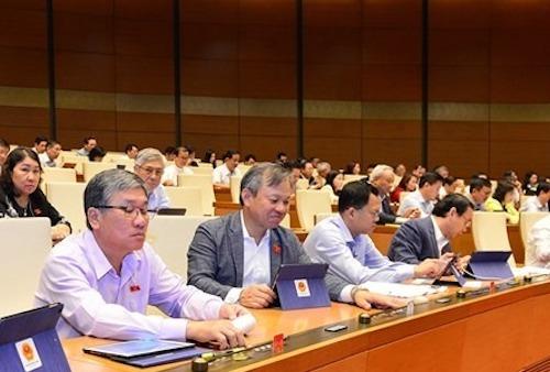 Các đại biểu Quốc hội bấm nút thông qua Nghị quyết ngân sách 2020. Ảnh: Trung tâm báo chí Quốc hội