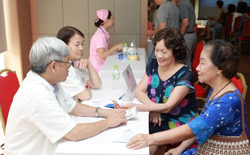 Buổi tọa đàm về sức khỏe cho người già tại Ciputra Hanoi.