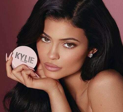 Kylie Jenner quảng cáo cho mỹ phẩm của công ty cô. Ảnh: Instagram Kylie Jenner