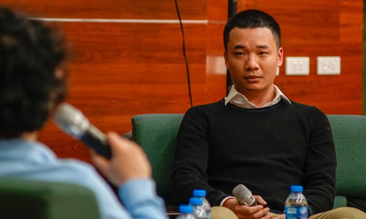 Nguyễn Hà Đông trong sự kiện tối 18/11 tại Bách khoa Hà Nội. Ảnh: Magestore.