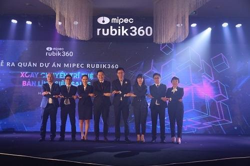 Đại diện chủ đầu tư cùng các đại lý phân phốiRubik360 thể hiện sự cam kết trong lễ ra quân.