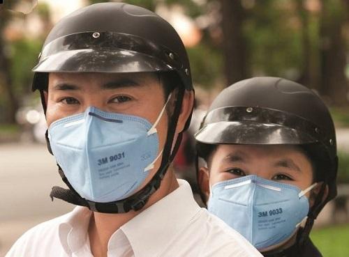 Khẩu trang 3M bảo vệ người dùng khỏi các hạt bụi mịn và ô nhiễm môi trường.